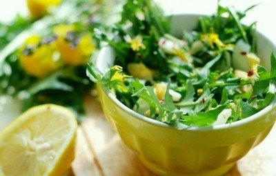 Салат из одуванчиков - простое вегетарианское блюдо