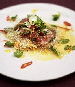 Севиче из тунца с ростками салата, крессом и «японской» заправкой