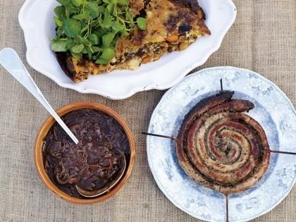 «Писк и визг» с колбасками и луковой подливкой