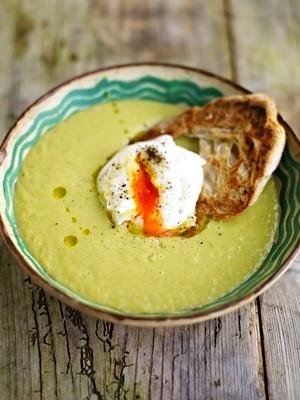 Рецепт приготовления супа-пюре из спаржи с яйцом-пашот на тосте