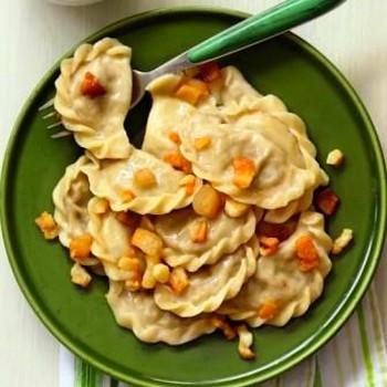 Рецепт приготовления дома на пару вареников с картофельно-грибной начинкой