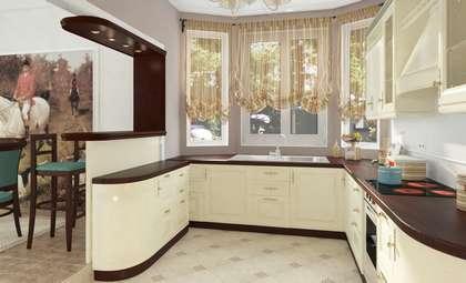 Совмещенная столовая с кухонной зоной