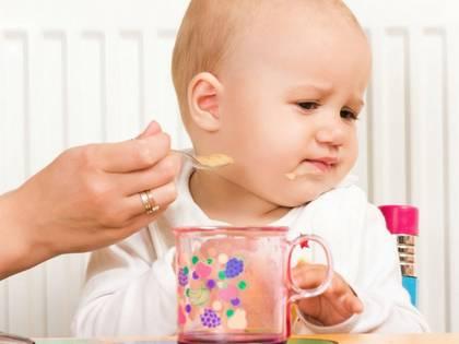Малыш отказывается от прикорма – что предпринять?