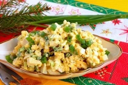 Рецепт салата из сыра и лука с заправкой из сметаны