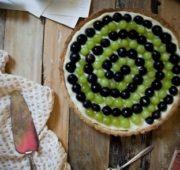 Виноградный тарт с кремом и вином